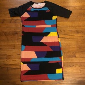 ❤️NWOT form fitted dress in a bold pattern ❤️